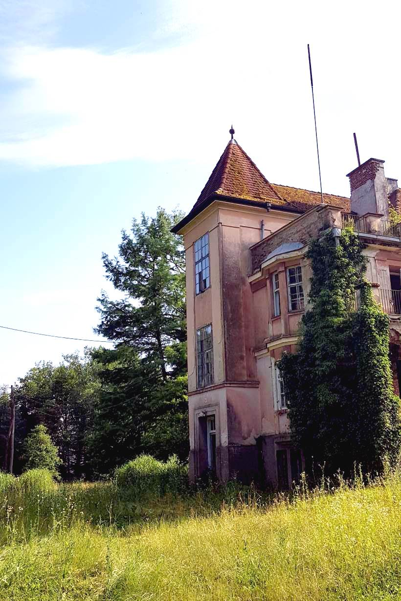 Zwilling Castle - a beautiful building in the heart of Crna Mlaka ornithological reserve